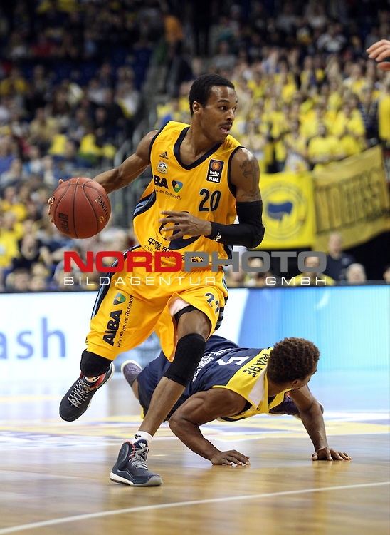 15.05.2015, O2 world, Berlin, GER, 1.BBL, ALBA Berlin vs. EWE Baskets Oldenburg, im Bild Alex Renfroe (ALBA Berlin), Casper Ware (Baskets Oldenburg)<br /> <br />               <br /> Foto &copy; nordphoto /  Engler