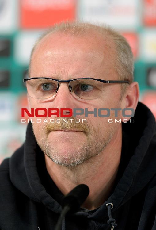 25.04.2013, Weserstadion, Bremen, GER, 1.FBL, Pressekonferenz Werder Bremen, im Bild Thomas Schaaf (Trainer Werder Bremen)<br /> <br /> Foto &copy; nph / Frisch