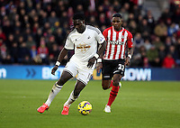 Pictured L-R: Bafetimbi Gomis of Swansea marked by Eljero Elia of Southampton Sunday 01 February 2015<br />