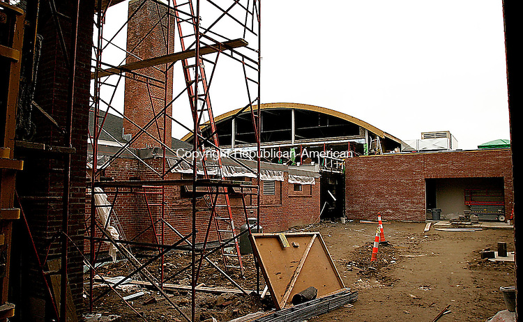 TORRINGTON, CT - 26 MARCH 2005 -  052505JS01--Construction continues on the renovation and expansion project at Torringford School in Torrington. The new section of the school which includes a new gym, cafeteria, offices and classroom space, is expected to open in September, while the older section of the school undergoes renovations for next year. <br /> --Jim Shannon Photo --Torringford School, Torrington are CQ