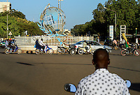 BURKINA FASO, capital Ouagadougou, traffic, roundabout with the globe the symbol of UN / Kreisverkehr mit dem Globus, dem Symbol der UN