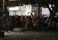 CUCUTA - COLOMBIA - 01-06-2013: Hinchas del Cucuta Deportivo presentaron disturbios al finalizar el partido entre el Cucuta Deportivo y el Atletico Nacional, en la ciudad de Cucuta, junio 1 de 2013. (Foto: VizzorImage / Manuel Hernandez / Str.) Cucuta Deportivo were riots at the end of the match between Cucuta Deportivo and Atletico Nacional in the city of Cucuta, June 1, 2013. (Photo: VizzorImage / Manuel Hernandez / Str)