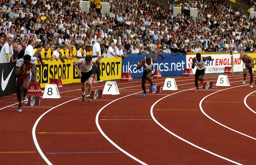 Photo: Richard Lane..Norwich Union London Grand Prix Athletics at Crystal Palace. 30/07/2004..Mens 200m start.