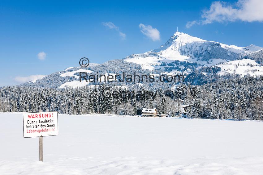 Austria, Tyrol, Reith near Kitzbuhel: winter scenery at idyllic Schwarzsee (Black Lake) on the outskirts of Kitzbuhel, at background Kitzbuhel Horn mountain | Oesterreich, Tirol, Reith bei Kitzbuehel: Winterlandschaft am Schwarzsee, im Hintergrund das Kitzbueheler Horn