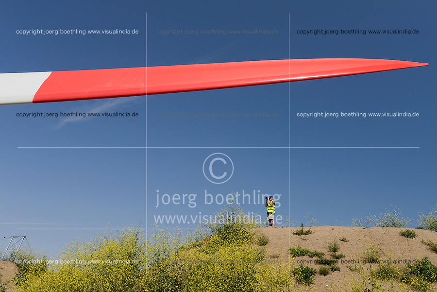 GERMANY Hamburg, construction of new Nordex wind turbine, rotor blade / DEUTSCHLAND Hamburg, Aufbau einer Nordex Windkraftanlage, Anlieferung Nordex Rotorblaetter