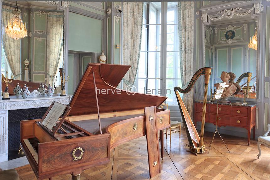 France, Indre (36), Valençay, le château, le salon de musique // France, Indre, Valençay, the castle, the music room