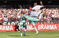 ATENÇÃO EDITOR: FOTO EMBARGADA PARA VEÍCULOS INTERNACIONAIS - SÃO PAULO, SP, 18 DE NOVEMBRO DE 2012 - CAMPEONATO BRASILEIRO - SÃO PAULO x NAUTICO: Paulo Miranda (d) durante partida São Paulo x Nautico válida pela 36ª rodada do Campeonato Brasileiro de 2012 no Estádio do Morumbi. FOTO: LEVI BIANCO - BRAZIL PHOTO PRESS