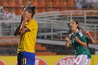 ATENÇÃO EDITOR FOTO EMBARGADA PARA VEÍCULOS INTERNACIONAIS - SAO PAULO, SP, 13 DE DEZEMBRO DE 2012 - TORNEIO INTERNACIONAL CIDADE DE SÃO PAULO - BRASIL x MEXICO: Cristiane perde cobrança de penalti durante partida Brasil x Mexico, válido pelo Torneio Internacional Cidade de São Paulo de Futebol Feminino, realizado no estádio do Pacaembú em São PauloFOTO: LEVI BIANCO - BRAZIL PHOTO PRESS