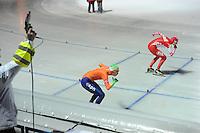 SCHAATSEN: BOEDAPEST: Essent ISU European Championships, 06-01-2012, 500m Ladies, Annouk van der Weijden NED, Yekaterina Lobysheva RUS, start, ©foto Martin de Jong