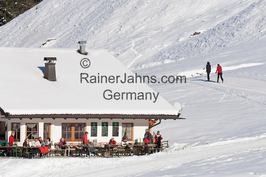 Austria, Tyrol, Ziller Valley Arena, Gerlos: popular ski resort at Gerlos Valley, winter hiking trail into Schoenach Valley, mountain inn Lackenalm | Oesterreich, Tirol, Zillertal-Arena, Gerlos: beliebter Skiort im Gerlostal, Winterwanderweg ins Schoenachtal, die Jausenstation Lackenalm