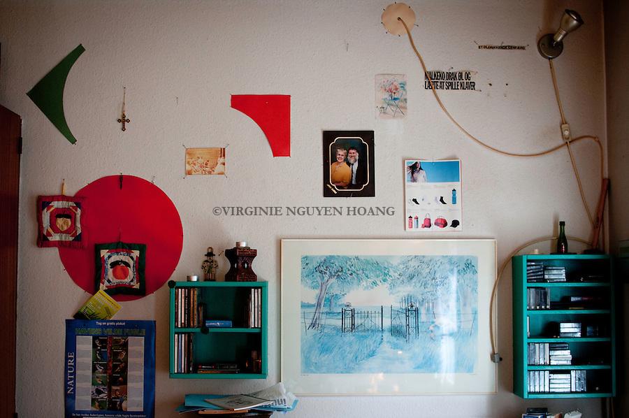 Tous les murs de l'appartement de Kent sont similaires à celui-ci...All the Kent's walls are quite similare to this.