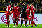 10.11.2018, Signal Iduna Park, Dortmund, GER, 1.FBL, Borussia Dortmund vs FC Bayern M&uuml;nchen, DFL REGULATIONS PROHIBIT ANY USE OF PHOTOGRAPHS AS IMAGE SEQUENCES AND/OR QUASI-VIDEO<br /> <br /> im Bild | picture shows:<br /> vl. Javi Martinez (Bayern #8) und Thomas Mueller (Bayern #25) beschweren sich bei Schiedsrichter | Referee Manuel Gr&auml;fe, <br /> <br /> Foto &copy; nordphoto / Rauch