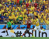 FORTALEZA - BRASIL -04-07-2014. Fredy Guarin (#13) jugador de Colombia (COL) disputa un balón con David Luiz (#4) jugador de Brasil (BRA) durante partido de los cuartos de final por la Copa Mundial de la FIFA Brasil 2014 jugado en el estadio Castelao de Fortaleza./ Fredy Guarin (#13) player of Colombia (COL) fights the ball with David Luiz (#4) player of Brazil (BRA) during the match of the Quarter Finals for the 2014 FIFA World Cup Brazil played at Castelao stadium in Fortaleza. Photo: VizzorImage / Alfredo Gutiérrez / Contribuidor
