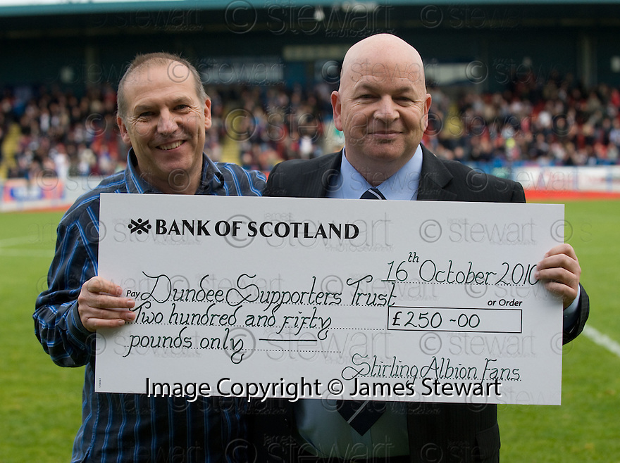 16/10/2010   Copyright  Pic : James Stewart.sct_jsp030_stirling_v_dundee  .::  STUART MURPHY FROM STIRLING ALBION PRESENTS DUNDEE SUPPORTERS TRUST'S PAUL GOODWIN WITH A CHEQUE FOR £250 FOR THEIR FUNDS  ::   .James Stewart Photography 19 Carronlea Drive, Falkirk. FK2 8DN      Vat Reg No. 607 6932 25.Telephone      : +44 (0)1324 570291 .Mobile              : +44 (0)7721 416997.E-mail  :  jim@jspa.co.uk.If you require further information then contact Jim Stewart on any of the numbers above.........