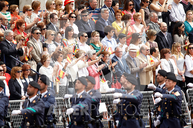 Spainsh soldiers of the Air Forces in presence of Spanish citizens during a military parade marking the Armed Forces Day on June 2, 2012 in Valladolid.(ALTERPHOTOS/Acero)