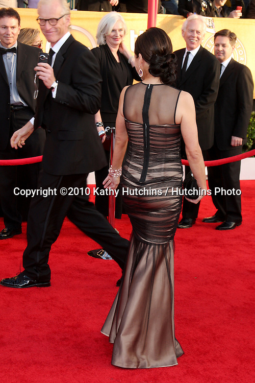 Julia Louis-Dreyfus.arriving at the 2010 Screen Actor's Guild Awards.Shrine Auditorium.Los Angeles, CA.January 23, 2010.©2010 Kathy Hutchins / Hutchins Photo....