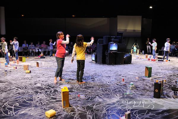 CITY MAQUETTE....Choregraphie : MONNIER Mathilde..Compagnie : ..Decor : TOLLETER Annie..Costumes : ..Lumieres : CABRERA Thierry..Avec :....Lieu : Salle de l ancien Eveche..Ville : Uzes..Uzesdanse festival..Le : 13 06 2009..© Laurent Paillier / www.photosdedanse.com..All rights reserved
