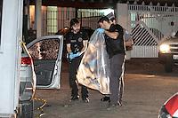 SÃO PAULO,SP,29.10.2015 - CRIME-SP - Troca de tiros deixa um suspeito morto dentro do carro com um fuzil na mão na rua Monsenhor Du Dreneufe no bairro Moinho Velho zona sul de São Paulo nesta quinta-feira, 29. (Foto: Carlos Pessuto/Brazil Photo Press)