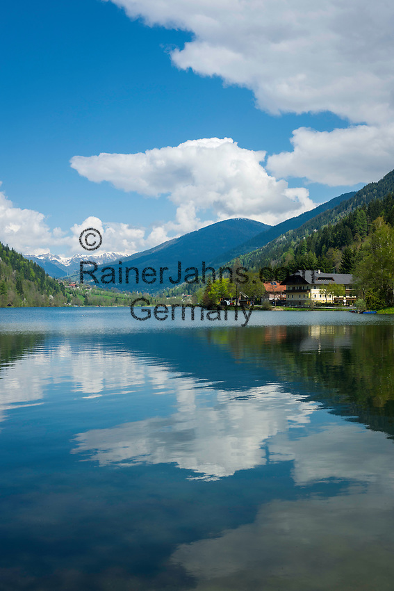 Oesterreich, Kaernten, bei Feld am See: der Afritzer See im Gegendtal, im Hintergrund die  Nockberge, Teil der Gurktaler Alpen | Austria, Carinthia, near Feld am See: Lake Afritz in Valley Gegendtal, at background Nockberge mountains, part of the Gurktal Alps