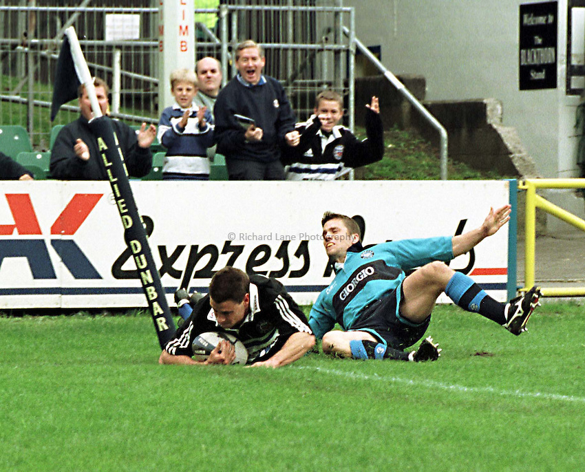 Photo. Richard Lane. Bath v Bedford. 2/10/98. Steve Hatley scores in the corner.