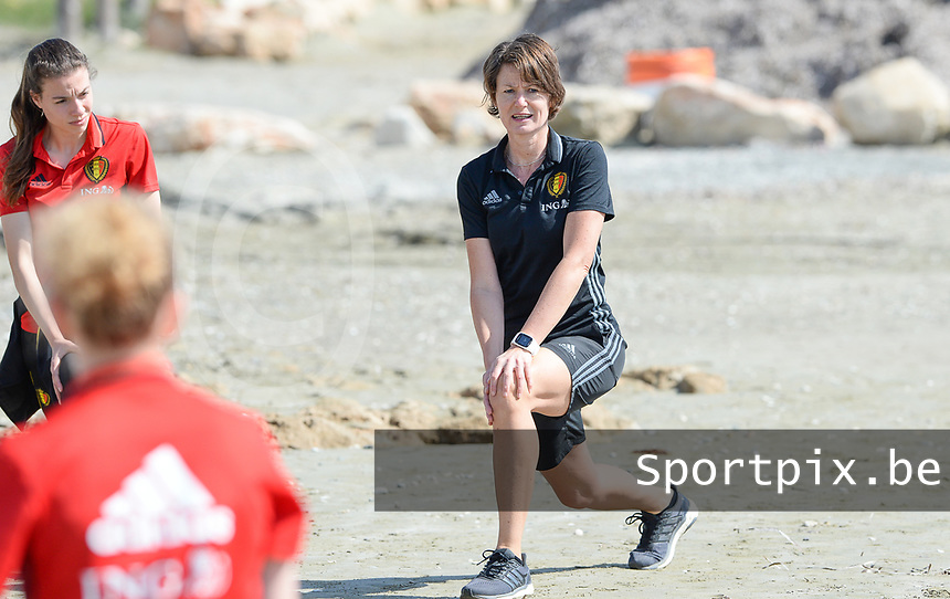 20180302 - LARNACA , CYPRUS :  Belgian physiotherapist Fabienne Van De Steene pictured during a Muscular warm up training session on the beach before a women's soccer game between The Belgian Red Flames and Spain , on friday 2 March 2018 on the CTO Beach in Larnaca , Cyprus . The game will be the second game in group B for Belgium during the Cyprus Womens Cup , a prestigious women soccer tournament as a preparation on the World Cup 2019 qualification duels. PHOTO SPORTPIX.BE | DAVID CATRY