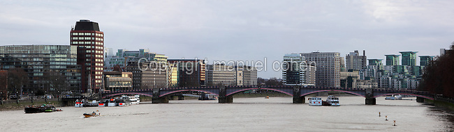 Lambeth Bridge, London, UK, 1932, by architects Sir George W. Humphreys, Sir Reginald Blomfield and G. Topham Forrest. The 5 span road bridge, of steel construction, with granite piers and buttresses links Westminster to Lambeth. Picture by Manuel Cohen