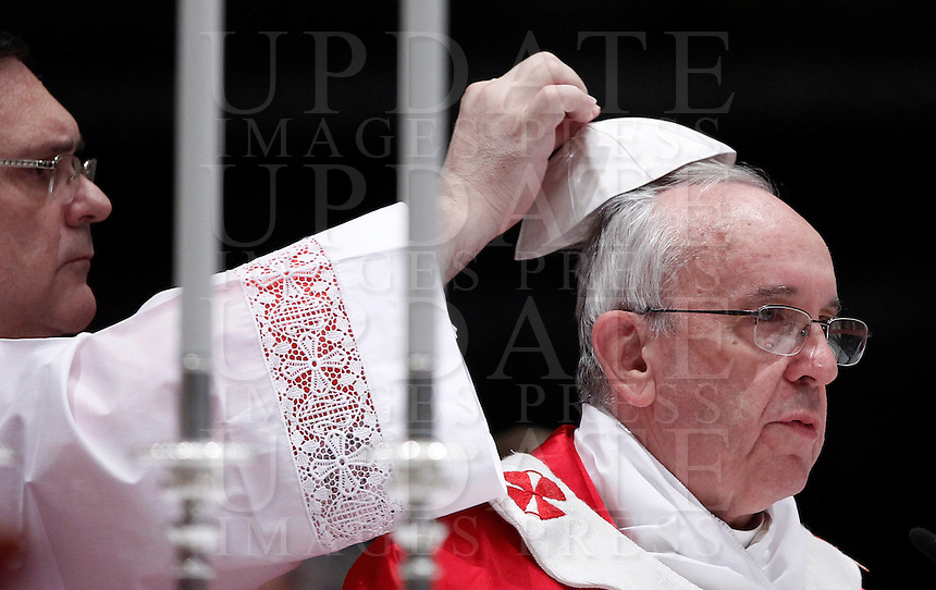 Papa Francesco celebra una messa in suffragio dei cardinali e vescovi defunti nel corso dell&rsquo;anno, nella Basilica di San Pietro, Citta' del Vaticano, 4 novembre 2013.<br /> Pope Francis celebrates a mass to commemorate bishops and cardinals deceased during the last year, in St. Peter's Basilica, Vatican, 4 November 2013. <br /> UPDATE IMAGES PRESS/Isabella Bonotto<br /> STRICTLY ONLY FOR EDITORIAL USE
