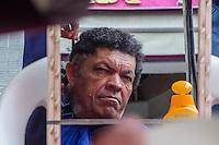 """SÃO PAULO, SP, 06.10.2015- CIDADANIA-RUA - Projeto da prefeitura de São Paulo traz a Rua 25 de Março o """"Rua Cidadã"""" com shows, exames médicos, cuidados pessoais, oportunidade de emprego entre outras atividades durante todo o dia de hoje. (Foto: Renato Mendes / Brazil Photo Press)"""