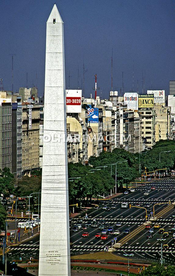 Obelisco na avenida Nove de Julho em Buenos Aires. Argentina.  1997. Foto de Ricardo Azoury.
