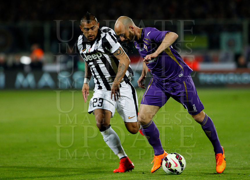 Calcio, Coppa Italia: semifinale di ritorno Fiorentina vs Juventus. Firenze, stadio Artemio Franchi, 7 aprile 2015. <br /> Fiorentina's Borja Valero, right, is challenged by Juventus' Arturo Vidal during the Italian Cup semifinal second leg football match between Fiorentina and Juventus at Florence's Artemio Franchi stadium, 7 April 2015.<br /> UPDATE IMAGES PRESS/Isabella Bonotto