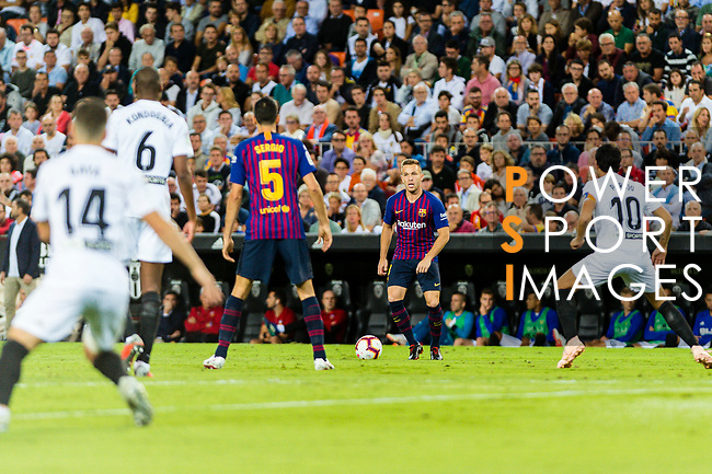 Arthur Melo of FC Barcelona (C) in action during their La Liga 2018-19 match between Valencia CF and FC Barcelona at Estadio de Mestalla on October 07 2018 in Valencia, Spain. Photo by Maria Jose Segovia Carmona / Power Sport Images