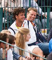 31-05-12, France, Paris, Tennis, Roland Garros, Daviscup captain Jan Siemerink en de zojuist uitgeschakelde Robin Haase op de tribune bij Arantxa RusArantxa Rus