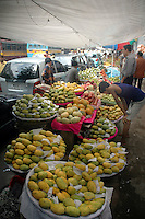 Mangoes selling on footpath in Kolkata, West Bengal,  India  7/18/2007.  Arindam Mukherjee/Landov