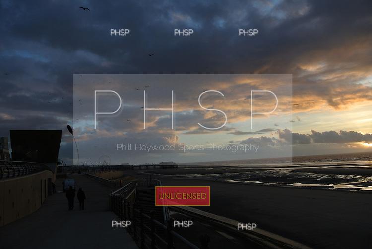 23/01/2012 Promenade Sunset, Blackpool, Lancashire, GBR.....© Phill Heywood.