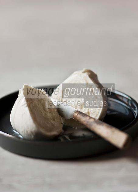 Europe/Italie: Mozarella // Europe, Italy , Mozzarella di bufala<br /> <br /> - Stylisme : Valérie LHOMME