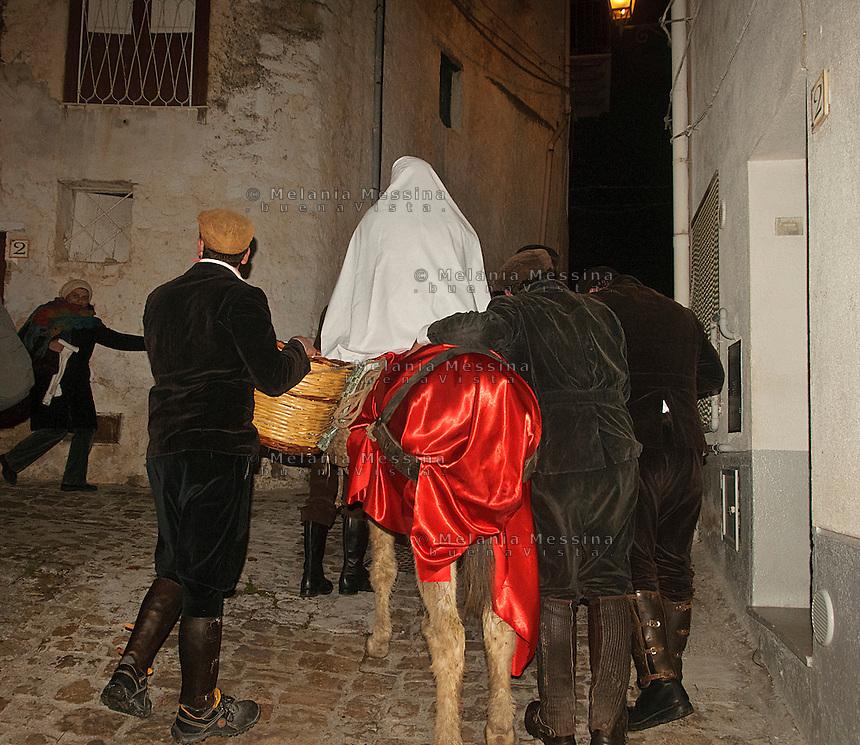 New year rites in Gratteri, a small village in the nature reserve of Madonie mountains in Sicily.<br /> Riti del capodanno a Gratteri, nel cuore delle montagne delle Madonie, parco naturale in Sicilia.