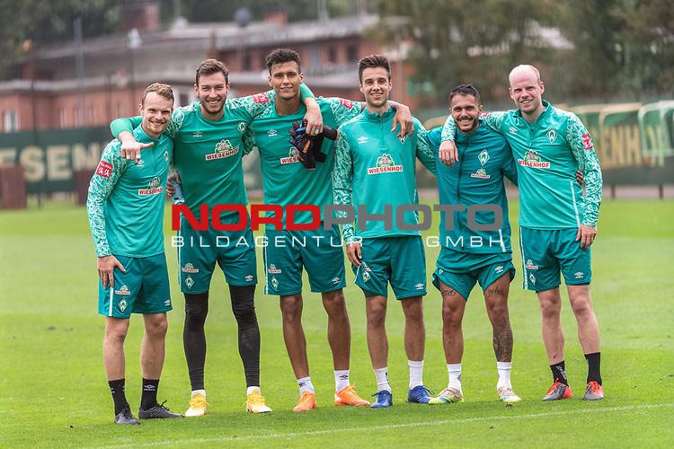 09.09.2020, Trainingsgelaende am wohninvest WESERSTADION - Platz 12, Bremen, GER, 1.FBL, Werder Bremen Training<br /> <br /> Textkorrektur<br /> <br /> Die SIEGERMANNSCHaft nach den Trainingsspiel<br /> v.li<br /> Christian Groß / Gross (Werder Bremen #36)<br /> Jiri Pavlenka (Werder Bremen #01)<br /> Davie Selke  (SV Werder Bremen #09)<br /> Ilia Gruev (Werder Bremen #28)<br /> Leonardo Bittencourt  (Werder Bremen #10)<br /> Davy Klaassen (Werder Bremen #30)<br /> <br /> <br /> <br /> <br /> Foto © nordphoto / Kokenge