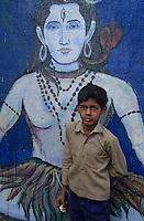 "Asie/Inde/Maharashtra/Bombay: Enfant près de ""'Bangaga Temple"""