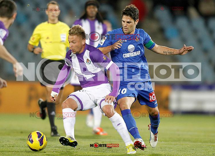 Getafe's Jaime Gavilan (r) and Real Valladolid's Patrick Ebert during La Liga match.November 18,2012. (ALTERPHOTOS/Acero)