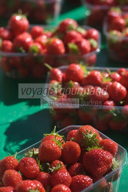 Europe/France/Bretagne/29/Finistère/Quimper:Détail fraises de Plougastel ,Mara des bois, sur un étal aux Halles St Francois.Le Comptoir à Tapas