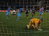 Edinson Cavani of Napoli score penalty past   Samir Handanovic of Inter l during  their Italian Serie A soccer match   at the San Paolo stadium in Naples.NAPOLI 05/05/2013 -.CALCIO SERIE A 2012/2013 . NAPOLI - INTER - .NELLA FOTO GOL  EDINSON CAVANI.FOTO CIRO DE LUCA