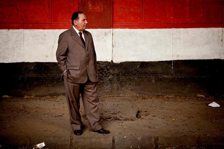 Today it has been one year that Hosni Mubarak has stepped down. A general strike was organized but Egypt appeared calm, the calls for civil disobedience have not been heeded and government institutions were working as usual. Meanwhile, the Egyptian population still waiting for a democratic transition...Il ya un an que Hosni Moubarak a démissionné. Une grève générale a été organisée le jour de la date d'anniversaire de sa démission, mais l'Egypte semblait calme, les appels à la désobéissance civile n'ont pas été entendus et les institutions gouvernementales ont été travaillé comme d'habitude. Pendant ce temps, la population égyptienne attend toujours une transition démocratique...