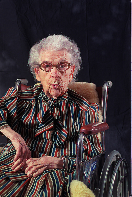 Alma  Markow,  born 8/30/97 19645.1 Tribune photo by Charles Osgood 12/8/1999 NO MAGS/NO SALES/NO INTERNET (wheelchair)