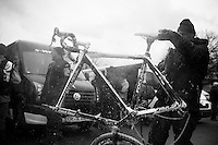 bike cleaning<br /> <br /> 2014 UCI cyclo-cross World Championships, Elite Women