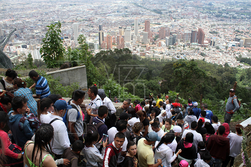 BOGOTA -COLOMBIA , 13- ABRIL-2017.Thousands of Catholics walked up to the Monserrate Sanctuary today Holy Thursday . Photo: VizzorImage / Felipe Caicedo / Staff