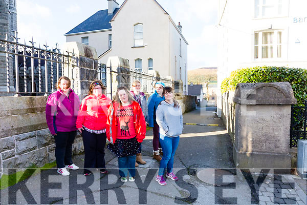 The Cahersiveen Community Program is calling on KCC to erect Signage, put in a painted Walk Way to alert drivers to walkers along the Canons Lane between the Bank of Ireland and The O'Connell Memorial Church, also to erect traffic lights on Church Street at the Pedestrian Crossing pictured here l-r; Elisabeth Lynch, Aoife Murphy, Ellen O'Donoghue, Rhiannon Evans, Louise Lynch & Fiona O'Neill.