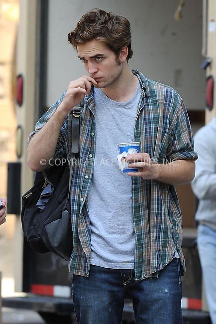 WWW.ACEPIXS.COM . . . . .  ....June 15 2009, New York City....British actor Robert Pattinson was on the Manhattan set of the new movie 'Remember me' on June 15 2009 in New York City....Please byline: KRISTIN CALLAHAN - ACEPIXS.COM.... *** ***..Ace Pictures, Inc:  ..tel: (212) 243 8787..e-mail: info@acepixs.com..web: http://www.acepixs.com