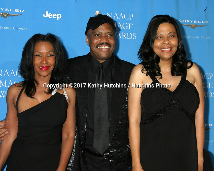 LOS ANGELES - FEB 25:  Cuba Gooding Sr and wife, daughter at the 37th NAACP Image Awards at Shrine Auditorium on February 25, 2017 in Los Angeles, CA