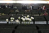 Roma, 23 Marzo 2009.Mausoleo delle Fosse Ardeatine.Le tombe dei 335 martiri uccisi dai nazisti il 24 Marzo 1944..Giovani delle scuole del municipio XI in visita.Rome, 23 March 2009.Mausoleum of the Ardeatine.The graves of 335 martyrs killed by the Nazis March 24, 1944