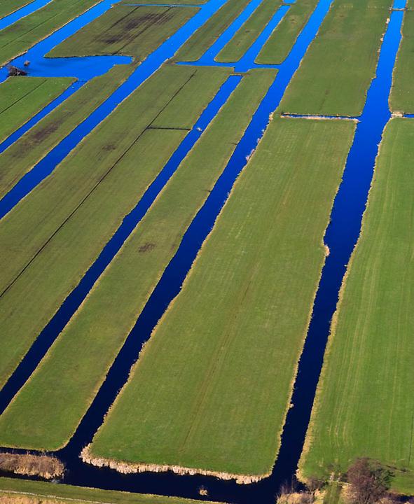 Nederland, Zuid-Holland, Gouda, 20-03-2009; Polder Bloemendaal, between A12 and Waddinxveen (west Holland). The subdivision is the result of the excavation of peat, the peat ditches in the area provide drainage. The sky colors the sky blue locks.<br /> Polder Bloemendaal, tussen A12 en Waddinxveen. De verkaveling is het resultaat van het afgraven van veen, de sloten in het veenweidegebied zorgen voor drainage. De hemel kleurt de sloten hemelsblauw.<br /> luchtfoto (toeslag op standaard tarieven);<br /> aerial photo (additional fee required);<br /> copyright foto/photo Siebe Swart.
